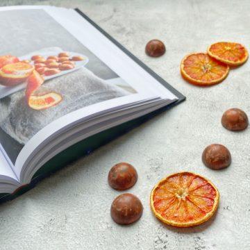 bloedsinaasappel schijfjes en bonbons