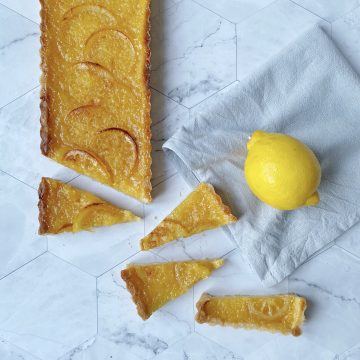 lemon tart with slices of lemon