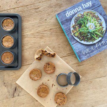Boek Weeklight vam Donna Hay met koekjes