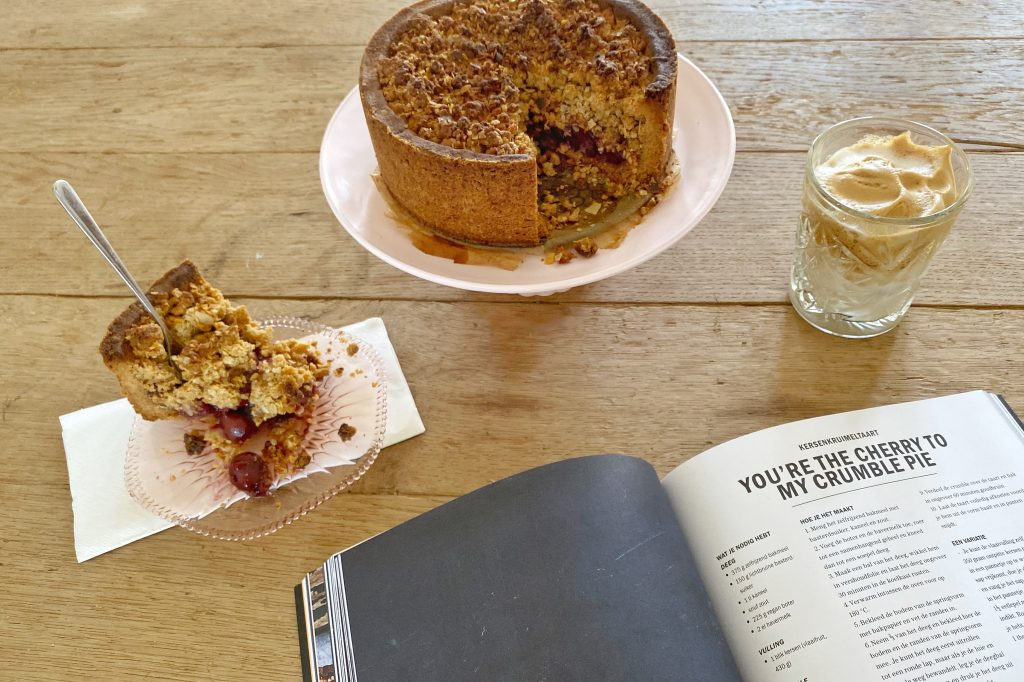 book with crumble pie and coffee