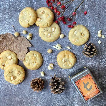 Cookies with apple tea
